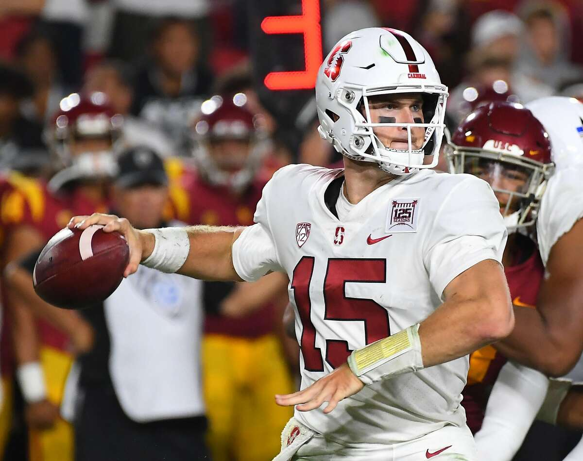 LOS ANGELES, CA - SEPTEMBER 07: Quarterback Davis Mills #15 of the Stanford Cardinal sets to pass in the fourth quarter of the game against the USC Trojans at the Los Angeles Memorial Coliseum on September 7, 2019 in Los Angeles, California. (Photo by Jayne Kamin-Oncea/Getty Images)