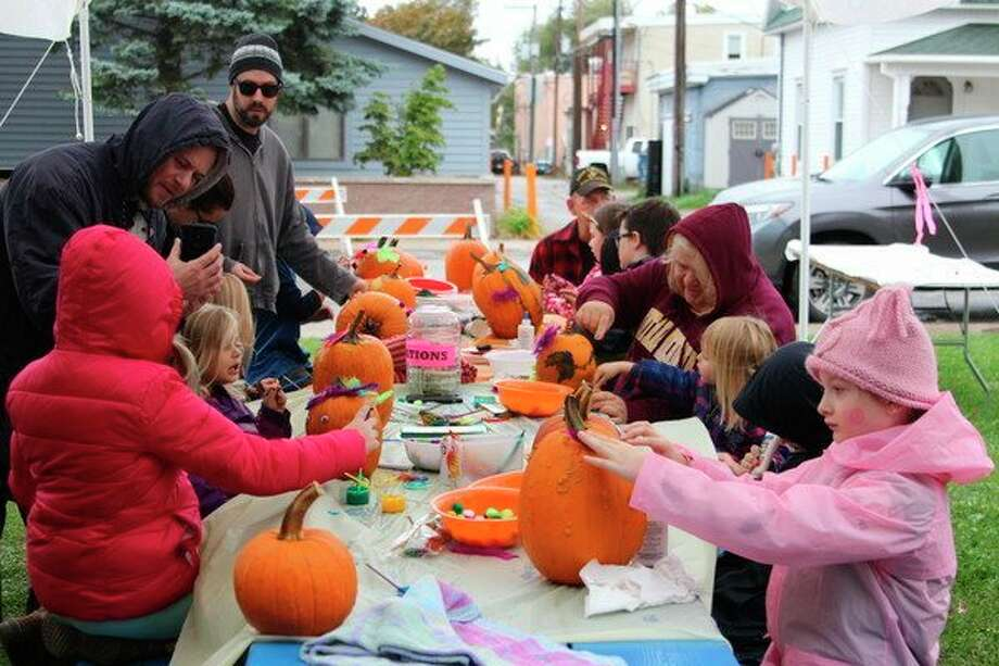 Arts and crafts, along with games, contests and other activities, will take place throughout Beulah during Beulah's weekend of Benzie County Fall Festival. (File photo)