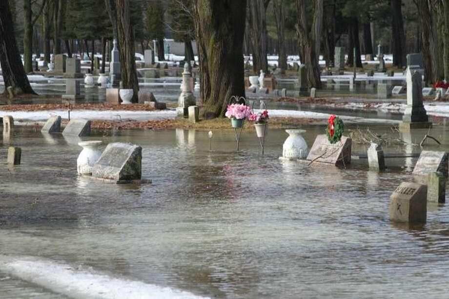 Mt. Carmel Cemetery on Thursday morning in Manistee (Ken Grabowski/News Advocate)