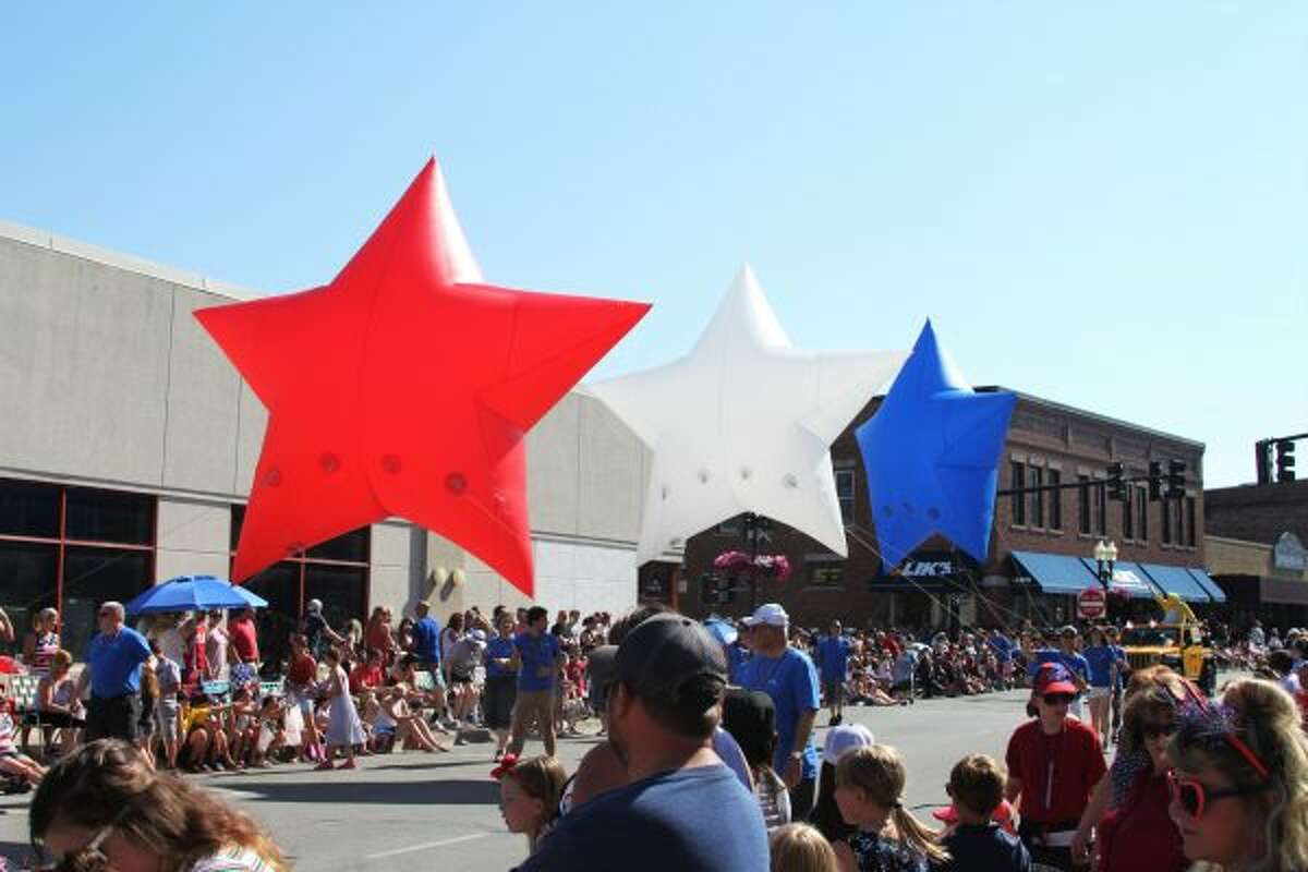 Manistee's Independence Day Parade featured fun floats and giant balloons like these all American stars. (Ashlyn Korienek/News Advocate)