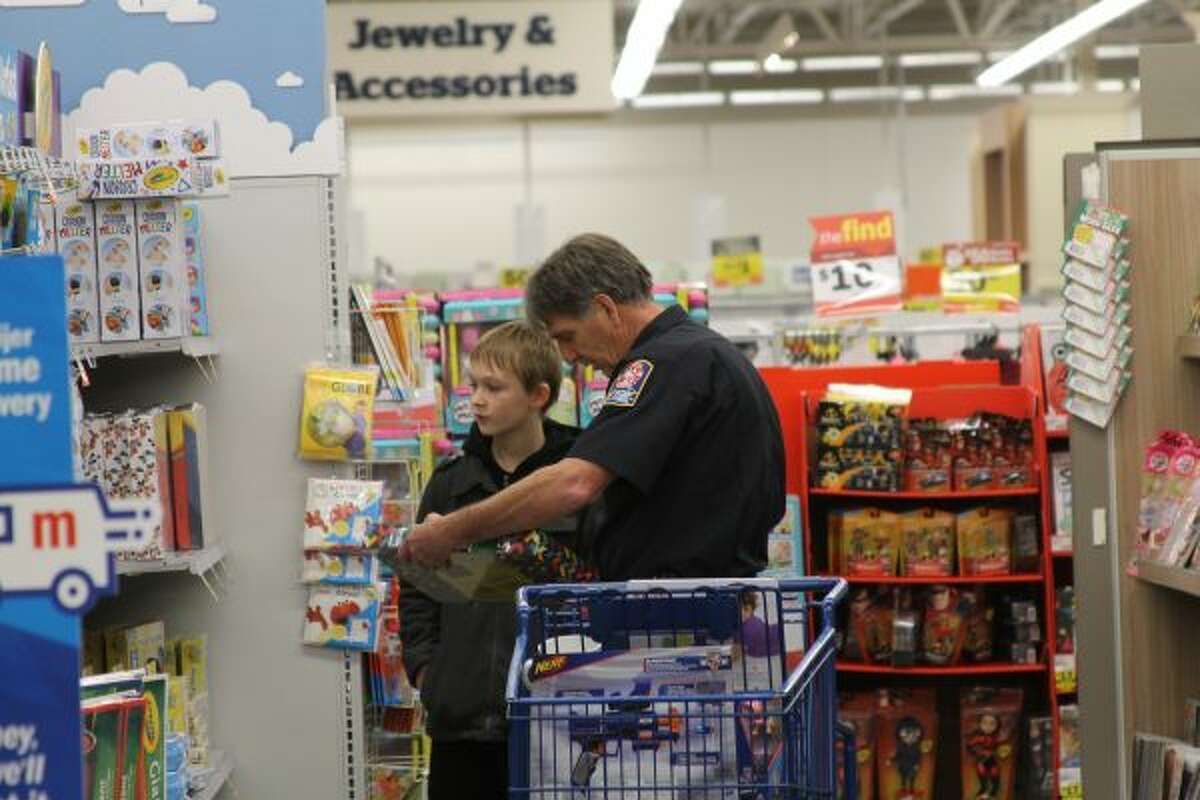 The 2018 Gifts and Gratitude event was a hit, with many happy children shopping for their families. (Ashlyn Korienek/News Advocate)