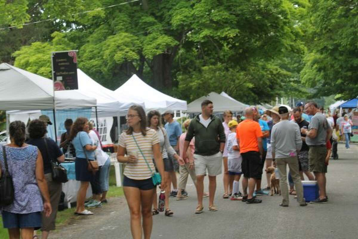 Crowds gather to see vendors at the Arts and Crafts Fair at Arcadia Daze. (Scott Fraley/News Advocate)