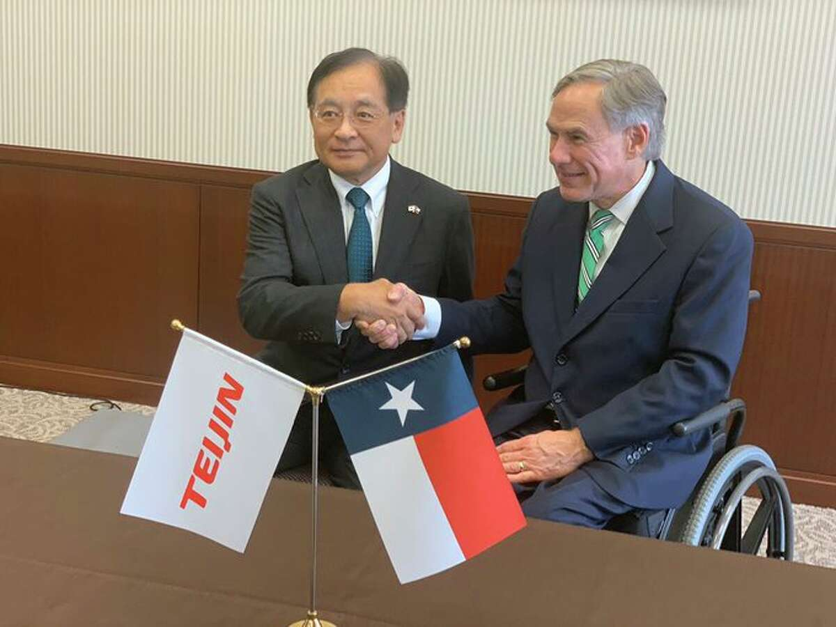 Jun Suzuki, president and CEO of Teijin Ltd. and Texas Gov. Greg Abbott announce a deal to build a Continental Structural Plastics facility in Seguin, which will create 200 new jobs by 2021.