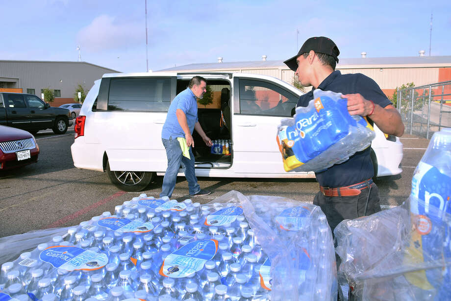 The South Texas Food Bank distributed free cases of water, Monday, September 30, 2019, to residents in response to the city-wide boil-water notice. Photo: Cuate Santos/Laredo Morning Times