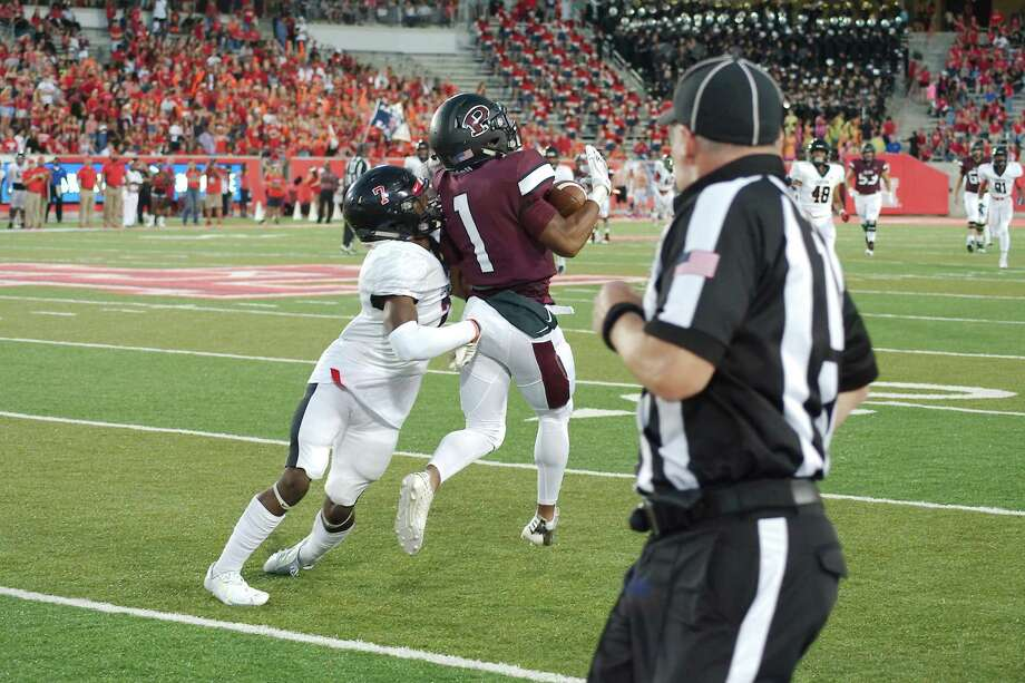 Pearland and Dawson played each other last year at the University of Houston. This year's game will be played at 7 p.m., Friday at the expanded Pearland Stadium (The Rig). Photo: Kirk Sides / Houston Chronicle / © 2018 Kirk Sides / Houston Chronicle