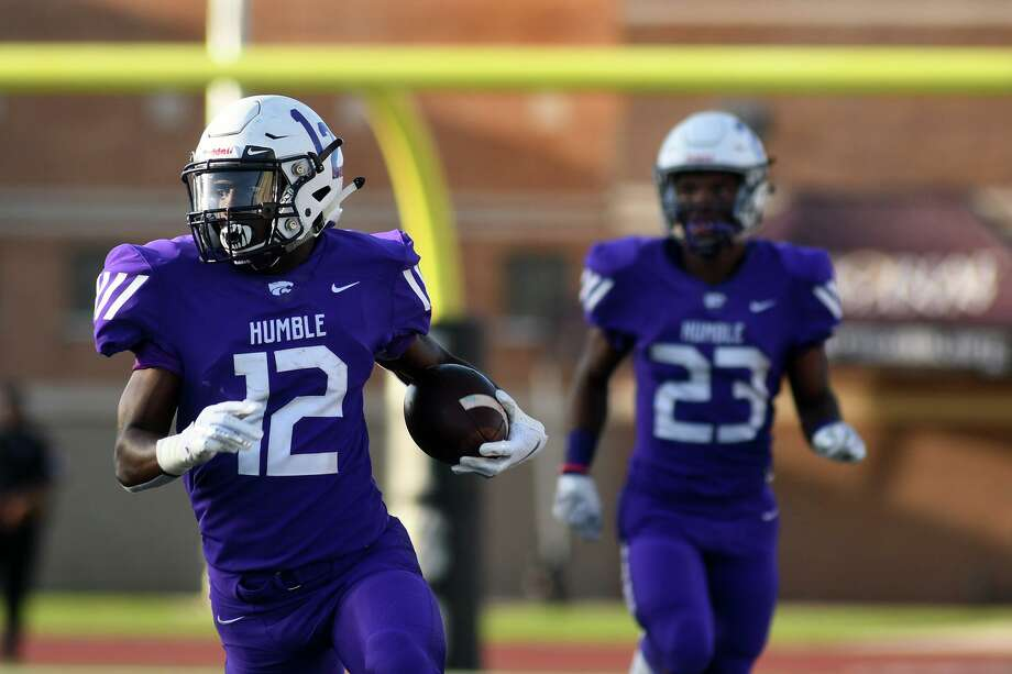 Humble senior running back Zaveri Harris, left, breaks through the South Houston defense on a long run in the first quarter of their district matchup at Turner Stadium in Humble on Sept. 21, 2019. Photo: Jerry Baker, Houston Chronicle / Contributor / Houston Chronicle