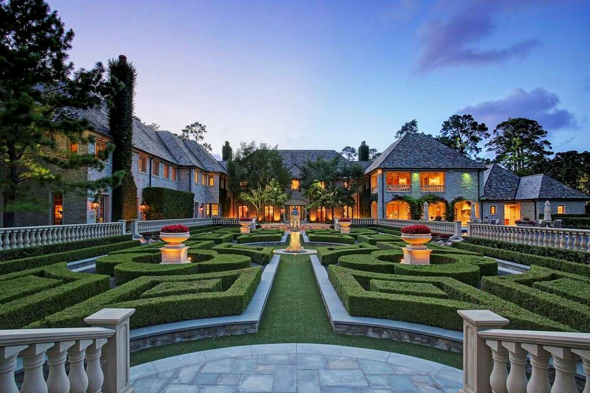This 26,638-square-foot Memorial estate was built in 2003. It's set on more than four acres of land in the Bayou Woods subdivision.