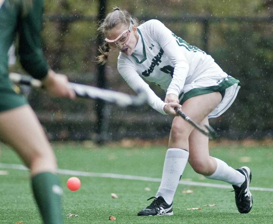 Sacred Heart senior co-captain Sydney Gallop in a game last season. Photo: Scott Mullin / For Hearst Connecticut Media / The News-Times Freelance