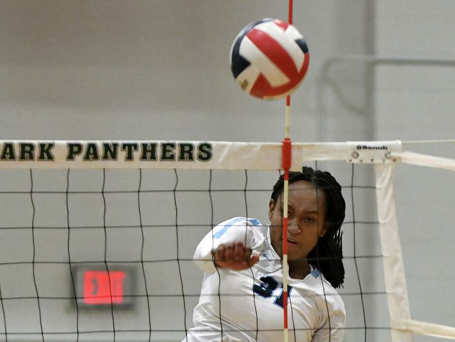 Kingwood senior outside hitter Breanna Burrell (31) makes a play against Atascocita junior setter Trinity Funderburk (1) during the second set of their District 22-6A matchup at Kingwood Park High School on Oct. 1, 2019. Photo: Jerry Baker, Houston Chronicle / Contributor / Houston Chronicle