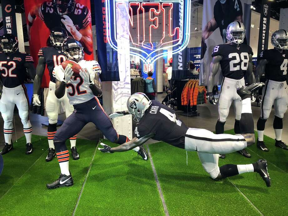 This Niketown in London had a confusing mannequin display. Photo: JJ Stankevitz/NBC Sports Chicago
