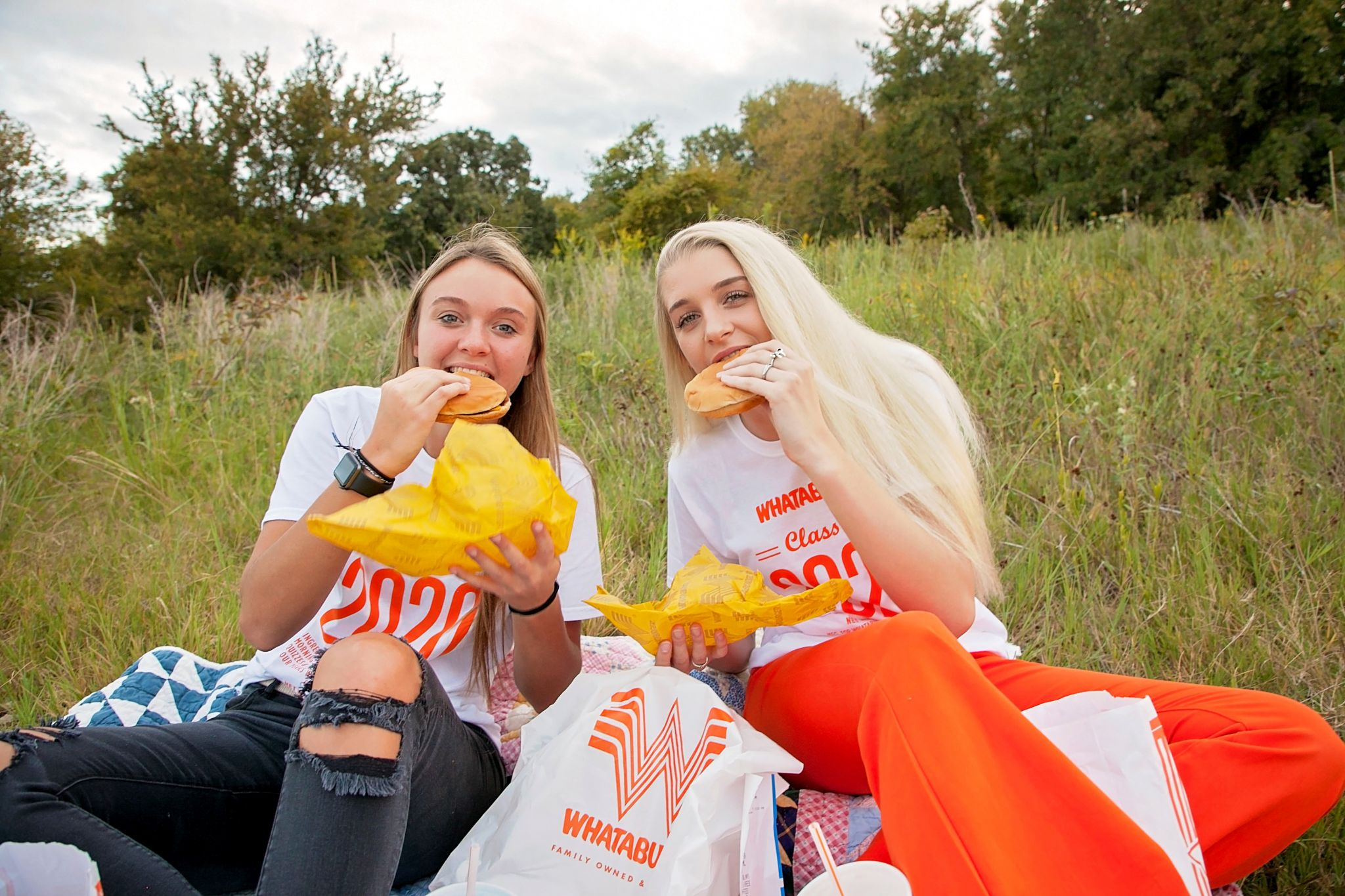 Texas best friends celebrate final school year with Whataburger-themed photo shoot