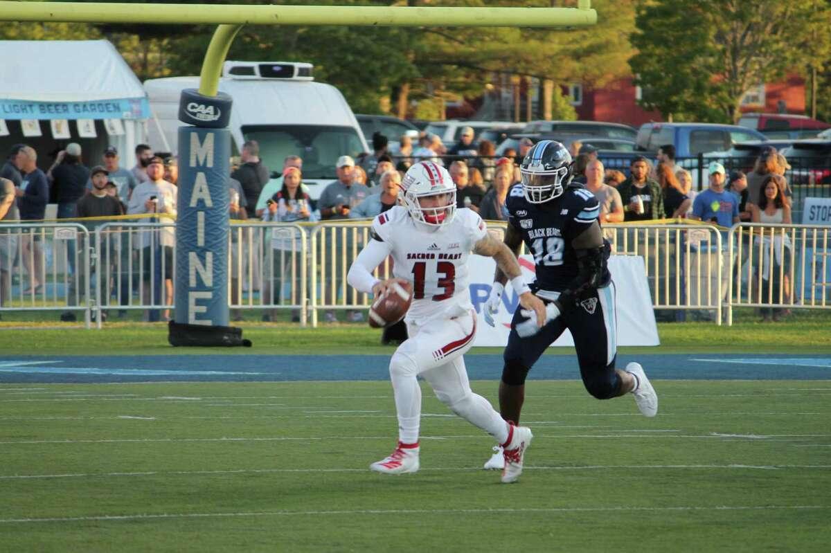 Sacred Heart quarterback Logan Marchi