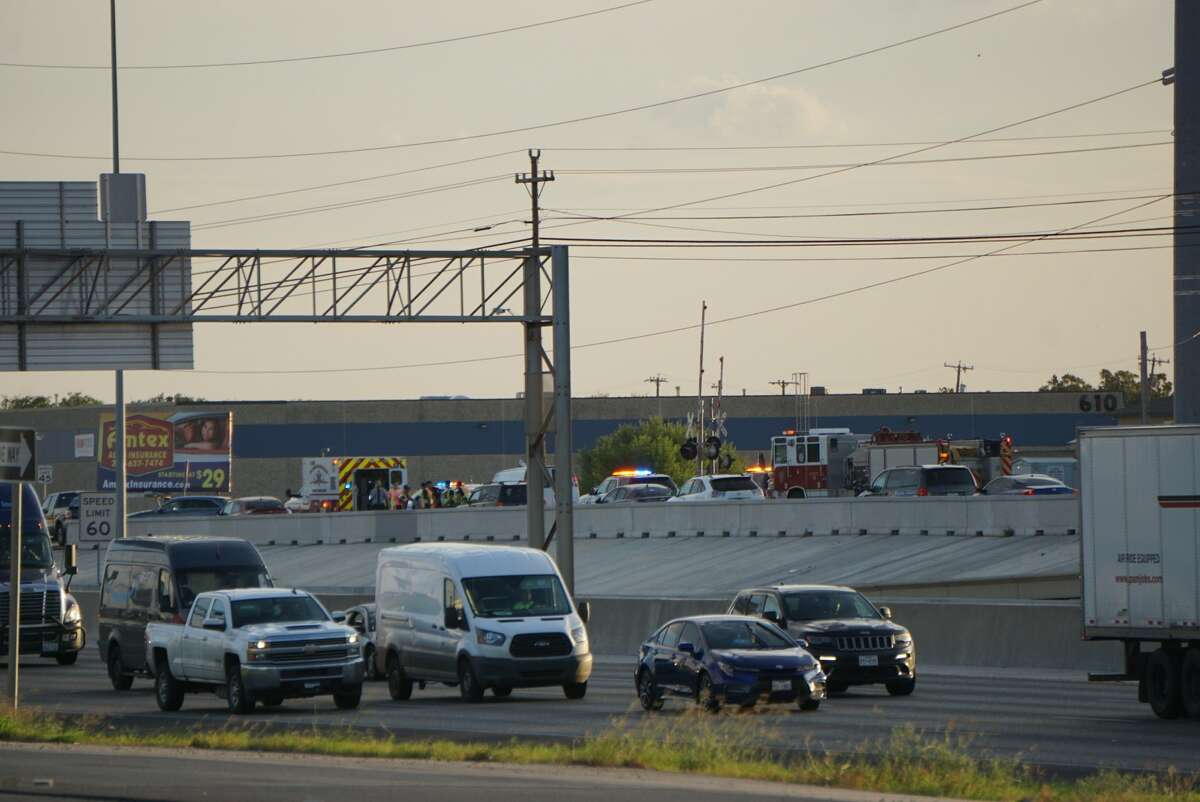 An attempted traffic stop results in chase across Northeast Side, shuts down multiple lanes causing backup on Interstate 35 Thursday night, Oct. 3, 2019.