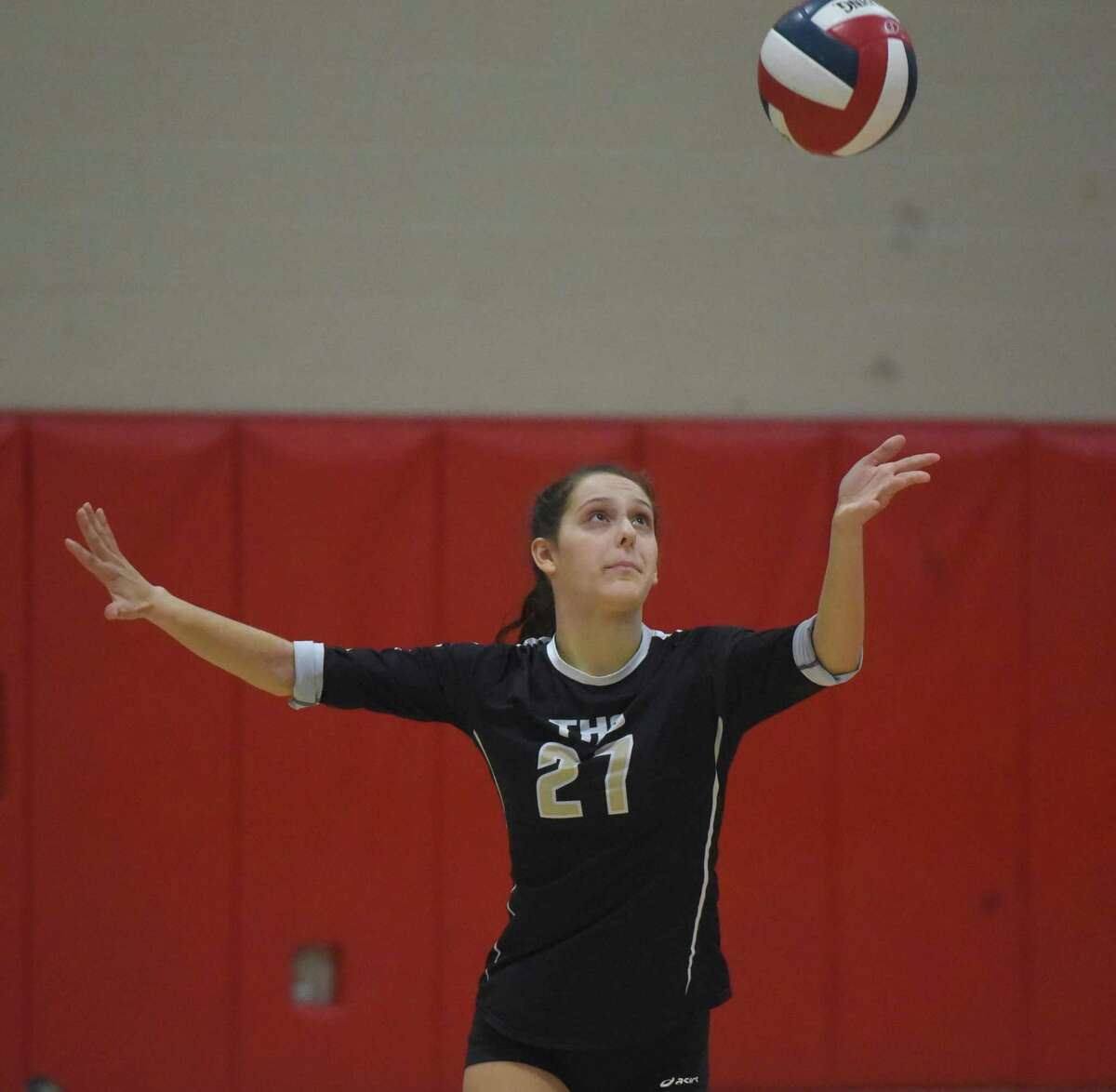 Trumbull's Ali Castro (27) serves during a girls volleyball match in New Canaan on Thursday, Oct. 3, 2019.