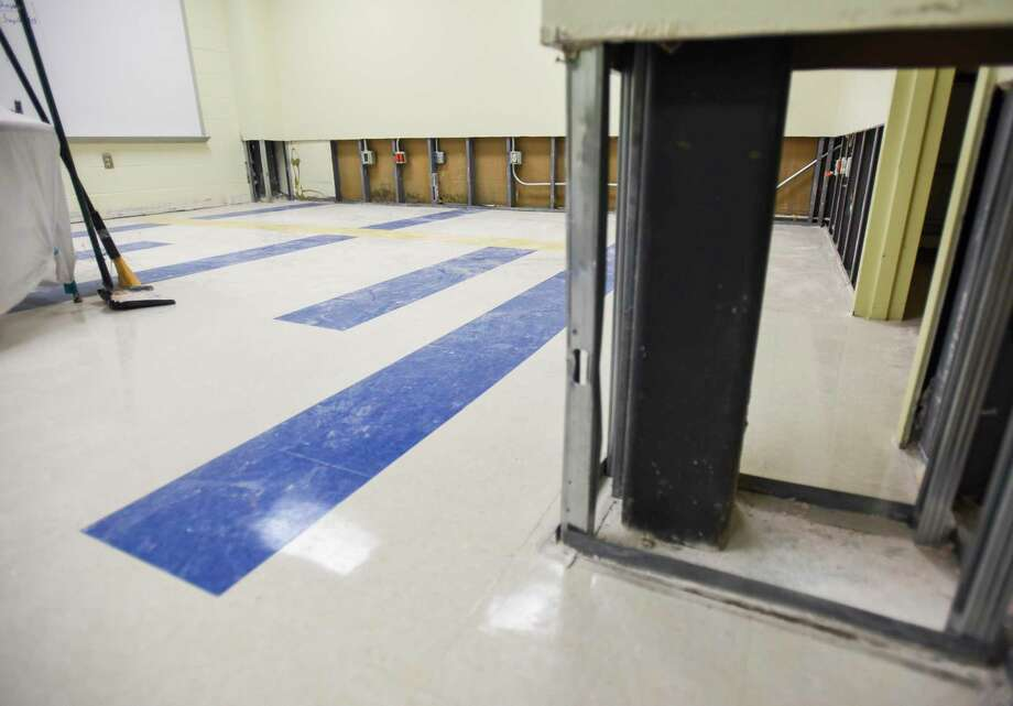 Restoration crews work on drying out parts of Beaumont's Fehl-Price Elementary  Wednesday after floodwater damaged the school. Photo taken on Wednesday, 09/25/19. Ryan Welch/The Enterprise Photo: Ryan Welch, Beaumont Enterprise / The Enterprise / © 2019 Beaumont Enterprise