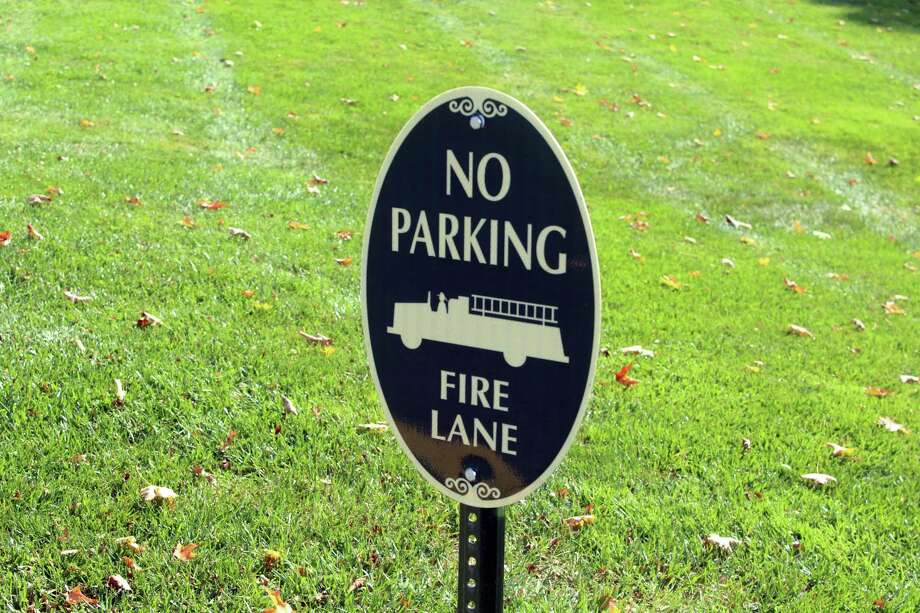 A sign in front of Saugatuck Congregational Church to deter drivers from parking in a fire lane. Photo: DJ Simmons / Hearst Connecticut Media