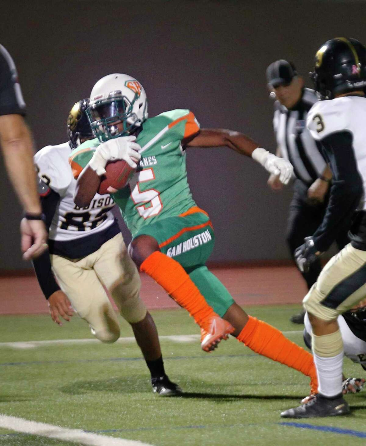 Sam Houston running back Faiszon Reese scores a touchdown in the first half of a 5A-1 Region IV District 13 football game between Sam Houston and Edison at Alamo Stadium on October 3, 2019.