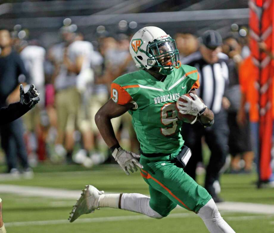 Running back Ronald Wilson and Sam Houston need a win over Burbank tonight to stay in the District 13-5A-I playoff race. Photo: Ronald Cortes /Contributor / 2019 Ronald Cortes