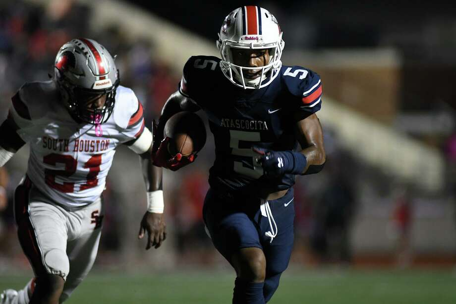 Atascocita senior running back TJ Thomas (5) breaks away from Trent Harrell (21) and the South Houston defense on a long gain in the first quarter of their District 22-6A matchup at Turner Stadium in Humble on Oct. 3, 2019. Photo: Jerry Baker, Houston Chronicle / Contributor / Houston Chronicle