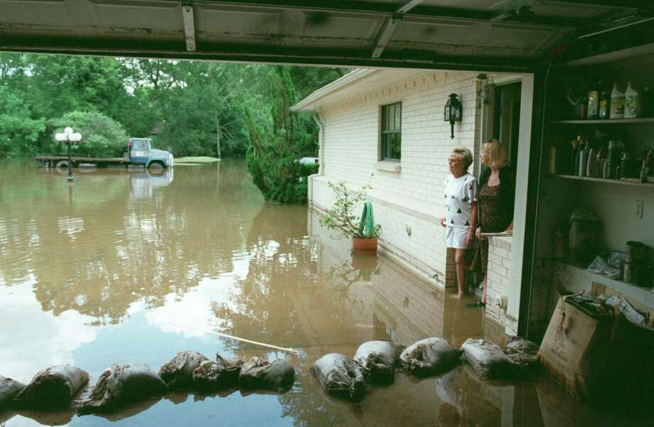 Residents view flooding in Pearland from Tropical Storm Allison that entered this home. Photo: Steve Campbell, Staff / Houston Chronicle / Houston Chronicle