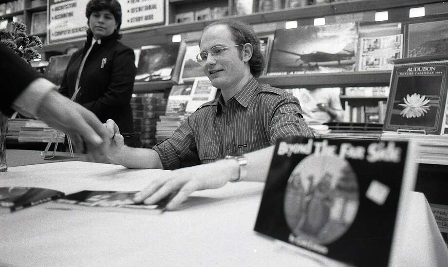 Cartoonist Gary Larson at a book signing, Sept. 30, 1983. Photo: Mike Maloney / The Chronicle
