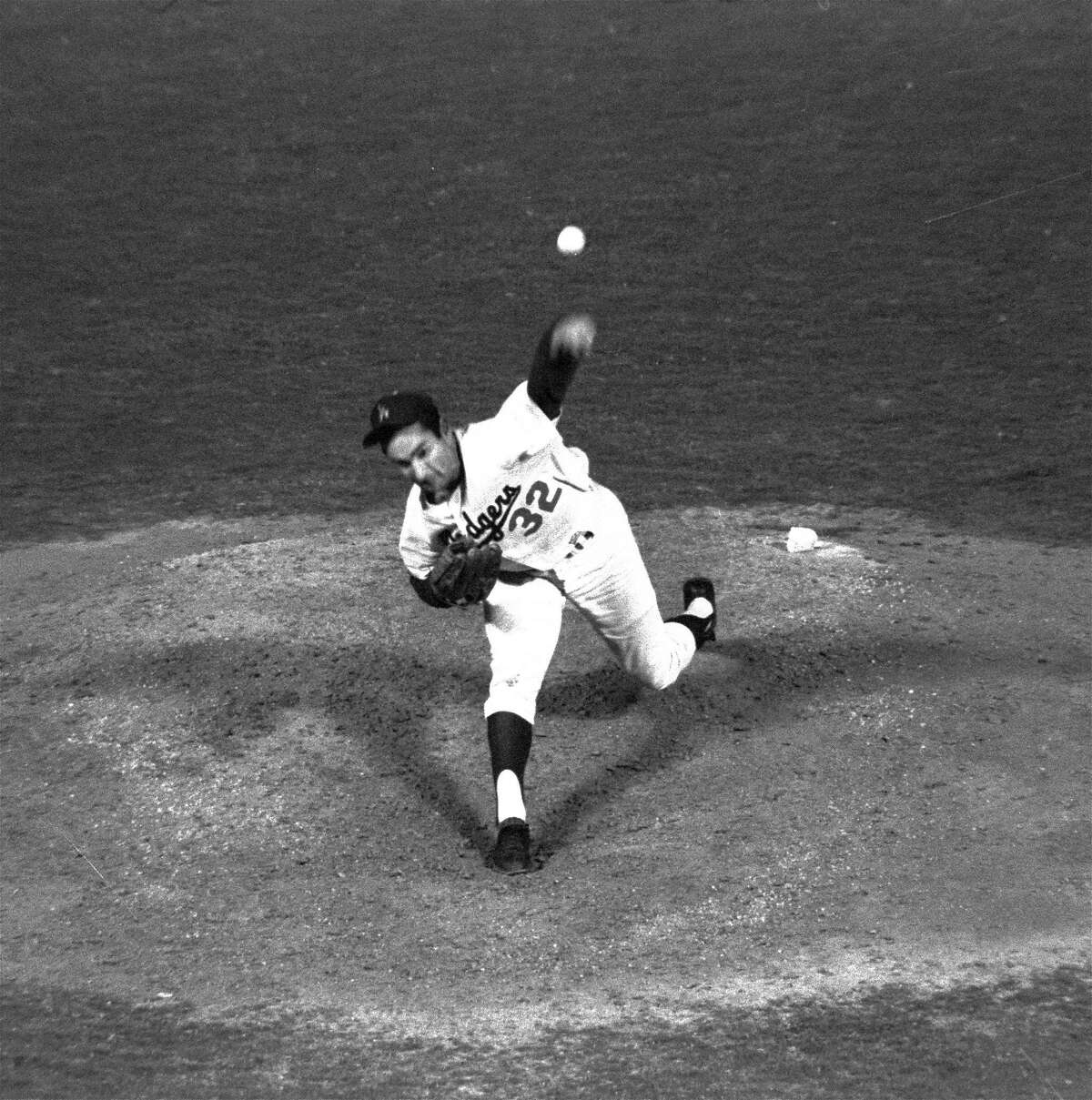 ** ADVANCE FOR WEEKEND EDITIONS, NOV. 9-10 -- FILE -- ** Sandy Koufax throws against the Chicago Cubs enroute to a perfect game, in Los Angeles, in this Sept. 9, 1965 photo. The Dodgers won 1-0. (AP Photo/Harry Matosian) HOUCHRON CAPTION (03/11/2003): Sandy Koufax's dispute with the Dodgers is the subject of a Flak magazine story.