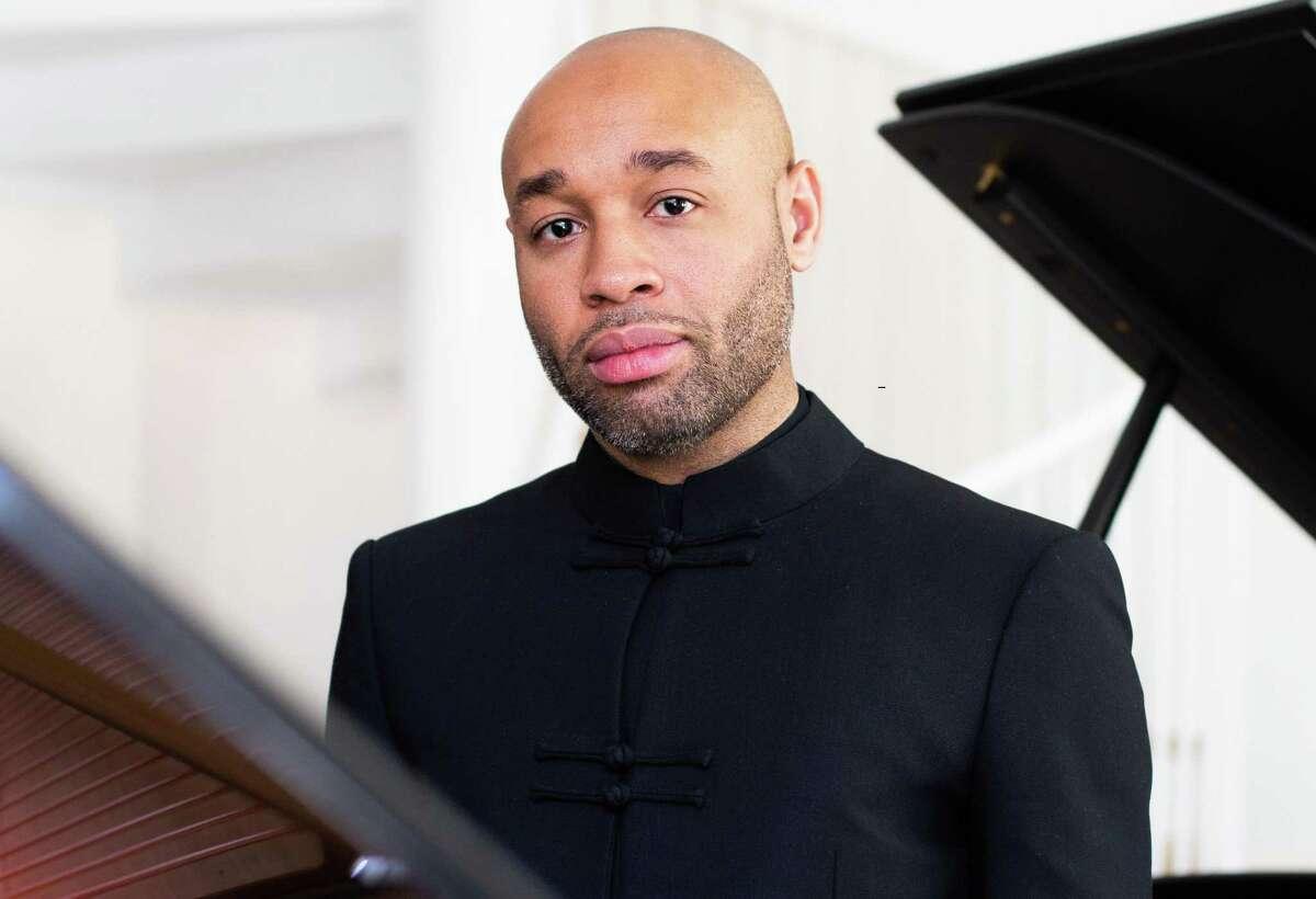 Pianist Aaron Diehl