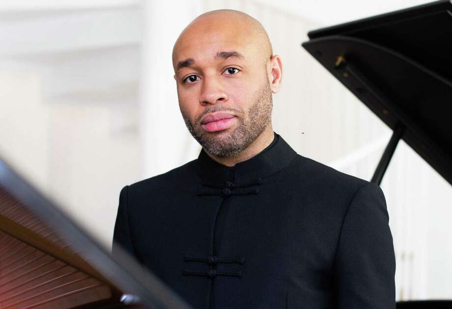 Pianist Aaron Diehl Photo: Maria Jarzyna / Copying without author's permission prohibited.
