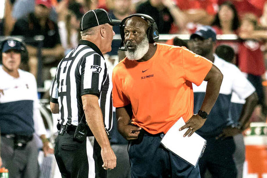 Illinois coach Lovie Smith speaks with an official during a timeout in the first half Sept. 21 against Nebraska in Champaign. Photo: AP Photo