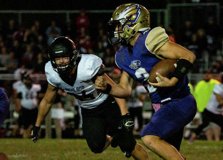 Eagles quarterback Noah Turbyfill (3) scrambles from Bulldogs defensive end Logan Vidmar (84). Photo: Nathan Woodside | The Telegraph
