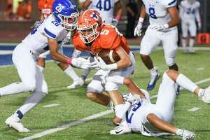 Aric De Los Santos finished with a career-high 95 receiving yards in United's 54-3 win over Del Rio on Friday.