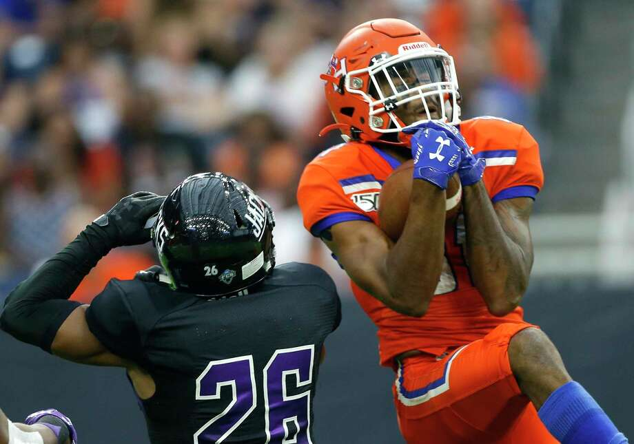 Sam Houston State Bearkats wide receiver Nathan Stewart (81) catches the ball over Stephen F. Austin Lumberjacks cornerback Eli Jones (26) during Battle of the Piney Woods at NRG Stadium on Saturday, Oct. 5, 2019. Photo: Elizabeth Conley, Staff Photographer / © 2018 Houston Chronicle