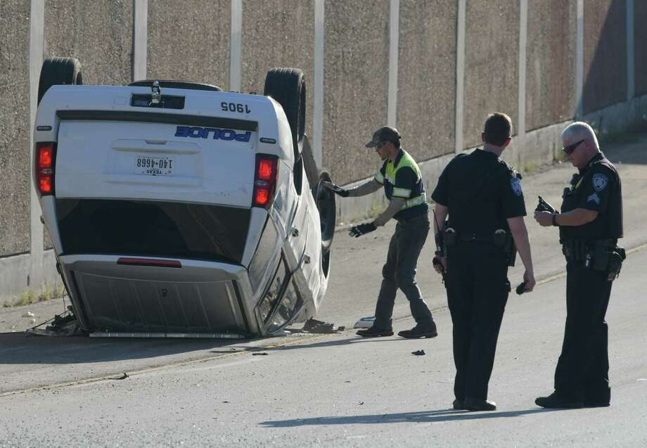 A police vehicle lies on its roof on Loop 410 at Interstate 35 on Saturday afternoon, October 10, 2019. Photo: Billy Calzada, Staff Photographer / San Antonio Express-News