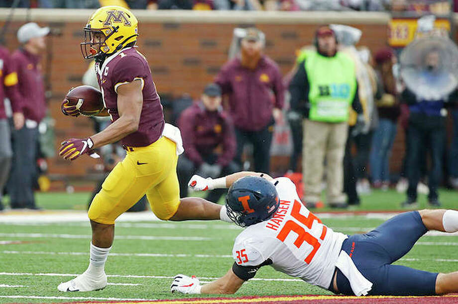 Minnesota running back Rodney Smith (1) gets past Illinois linebacker Jake Hansen (35) in the second quarter Saturday in Minneapolis. Photo: AP Photo