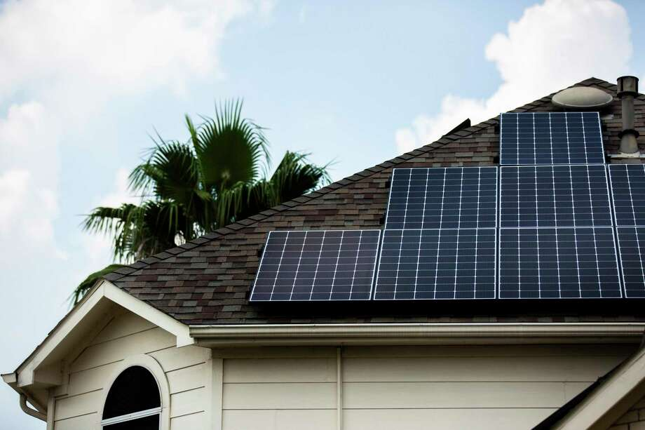 When it comes to residential solar, Houston is way behind many cities in California and elsewhere, study finds. Photo: Marie D. De Jesús, Houston Chronicle / Staff Photographer / © 2019 Houston Chronicle