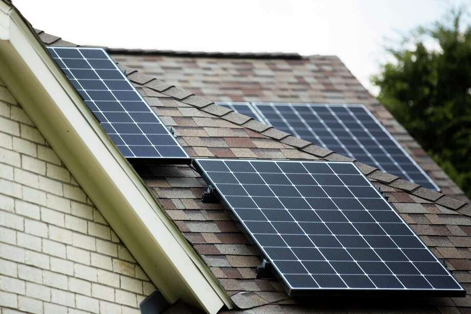 Homeowners in Texas have been slow to adopt residential solar systems but a new report finds that demand is edging up after wildfire-related power outages in California and the heat wave in August drove prices to $9,000 per megawatt hour, the state's maximum. Photo: Marie D. De Jesús, Houston Chronicle / Staff Photographer / © 2019 Houston Chronicle