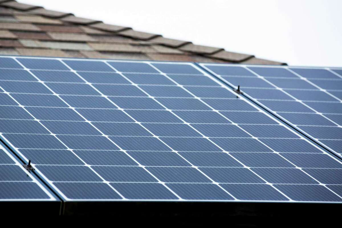 Total corporate funding for solar projects, including venture capital, private equity, public investments and debt financing in the first nine months of the year totaled $9 billion, compared to $6.7 billion for the same period one year earlier, according to a new report.
