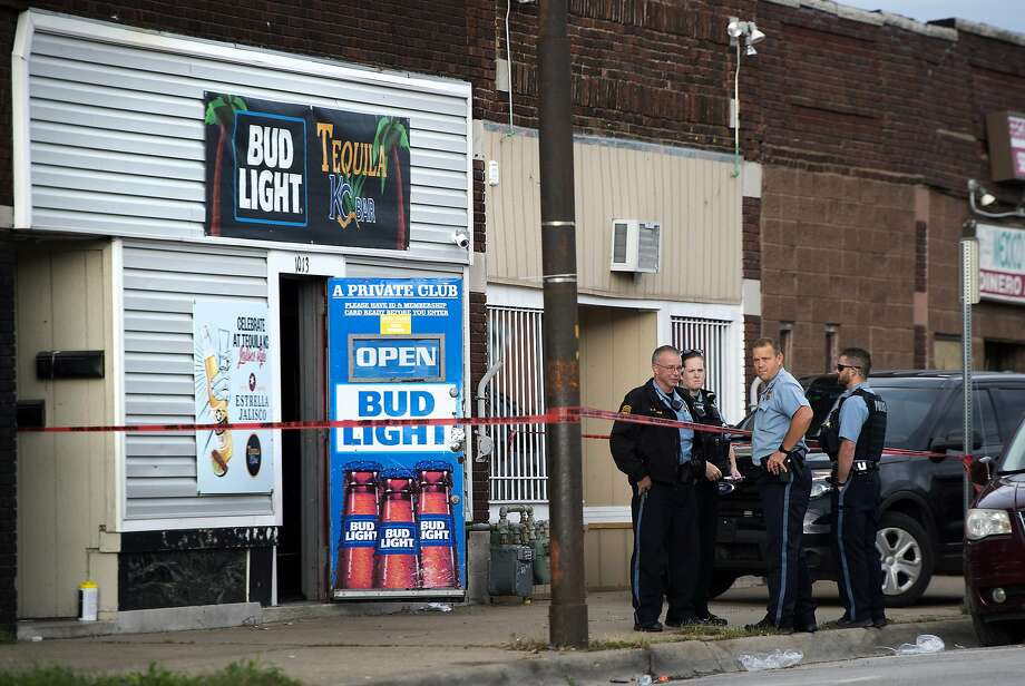 Police examine the scene outside a bar in Kansas City where gunmen opened fire and killed at least four people. An argument preceded the shooting. Photo: Tammy Ljungblad / Kansas City Star