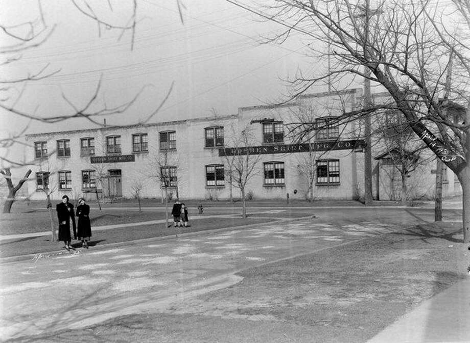 In October of 1919, several Manistee business places were closed for the observance of the Jewish Passover, Yom Kippur. One of the factories closed down for the day was the Goshen Shirt Manufacturing plant which was located on Hancock Street and would later house Glen of Michigan.