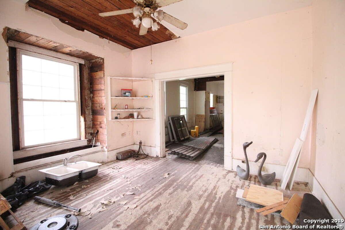 2815 Monterey Street, SAT 78207 3 Bedrooms 1 Bath Listing Agent: Sylvie Shurgot Listing Broker: Sylvie Shurgot Real Estate