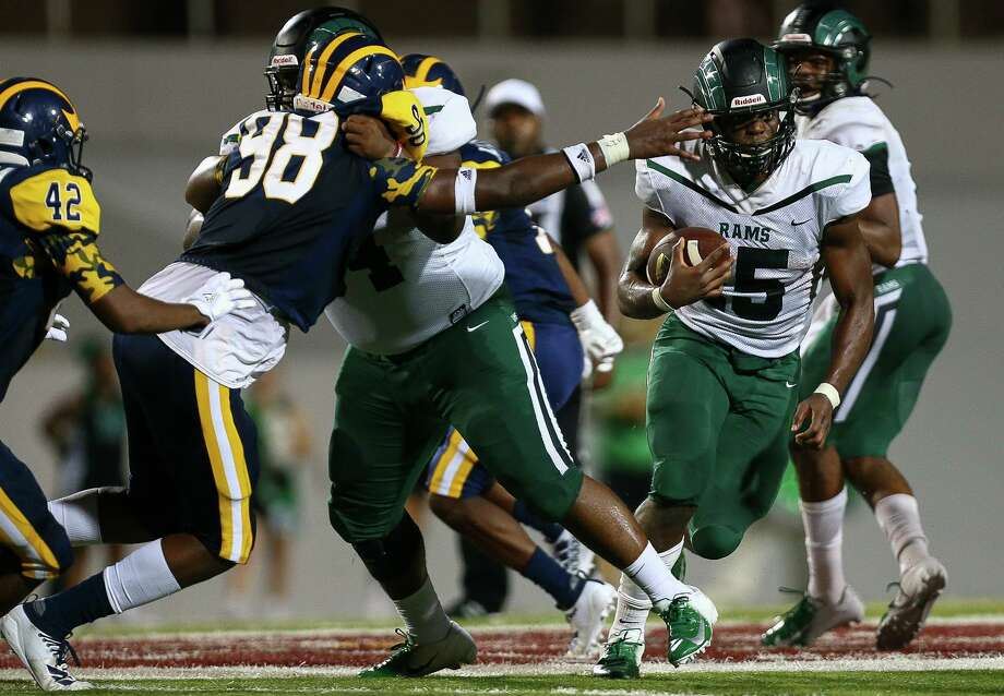 Mayde Creek High School running back Julius Loughridge (15) rushes the ball against Nimitz High School during the second quarter of the game at Thorne Stadium Friday, Sept. 13, 2019, in Houston. Mayde Creek won 45-21. Photo: Godofredo A Vásquez, Houston Chronicle / Staff Photographer / © 2019 Houston Chronicle