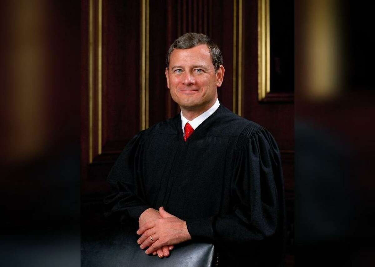 John Roberts: Education Current Chief Justice John Roberts earned a bachelor's degree from Harvard University in 1976 and stayed on to obtain his J.D. in '79. In his undergraduate degree, he wrote a thesis paper on early 20th-century British liberalism. In law school, he worked as managing editor of the Harvard Law Review and as a law clerk.