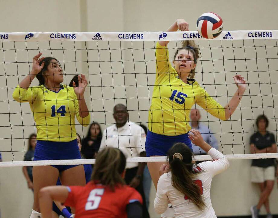 Shelby O'Neal (15) posted 29 kills for No. 1 Clemens in match victories over New Braunfels and Judson. Photo: Kin Man Hui /Staff Photographer / ©2019 San Antonio Express-News