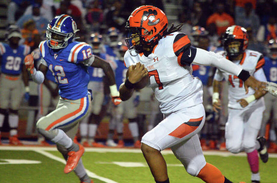 Edwardsville running back Torrence Johnson finds some running room against East St. Louis in Week 6. Photo: Scott Marion|The Intelligencer