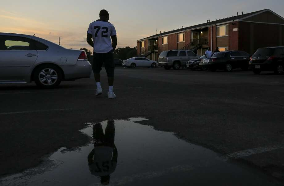 Dezmond Jackson, also known as Ceasar, says hello to other Garden City Apartments residents in Houston. Photo: Godofredo A. Vásquez/ Staff Photographer / © 2019 Houston Chronicle