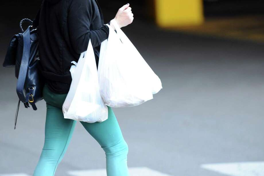 Customers who frequent Stop & Shop and other grocery stores and businesses in Middletown are no longer provided plastic bags due to the city's ban, which went into effect Oct. 1. Photo: Hearst Connecticut Media File Photo / Stamford Advocate