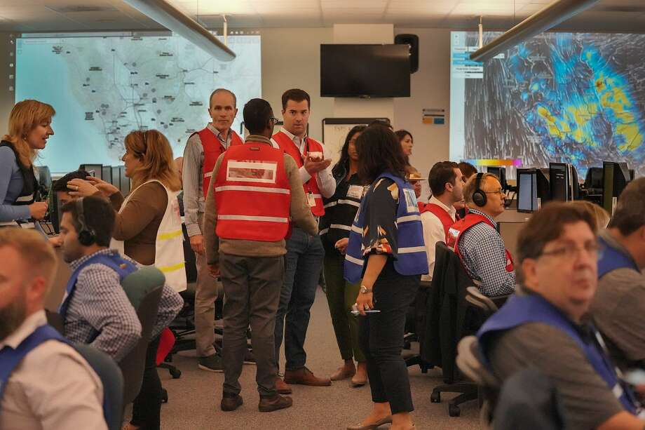 PG&E employees gather at their emergency operations center on Tuesday. Outrage over the outages is mounting. Photo: Paul Kuroda / Special To The Chronicle