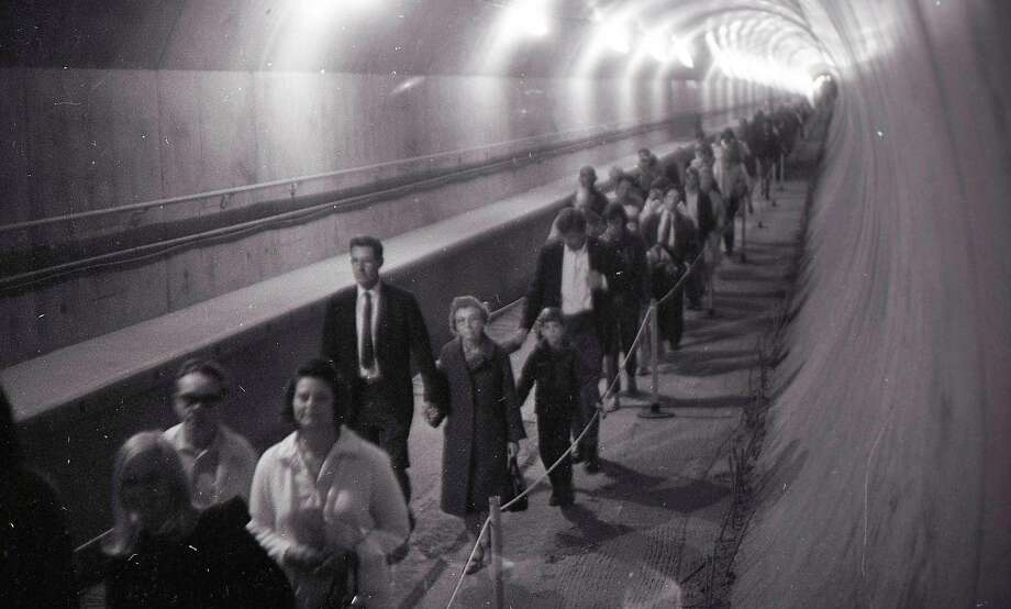 Thousands line up to walk in the recently completed BART tube on Nov. 9, 1969. Photo: Peter Breinig / The Chronicle 1969