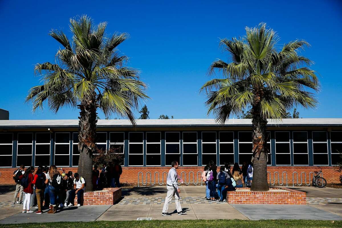 Students eat lunch in the quad at Napa High School on Oct. 23, 2017.
