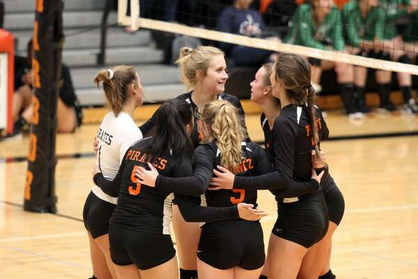 The Harbor Beach volleyball team claimed a share of the conference title with a win over Sandusky on Tuesday.